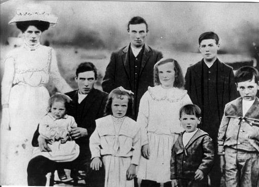 Children of Eliza Anne Parsons nee Brooker c1910.jpg