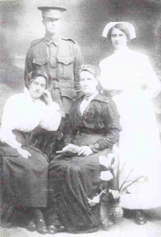 Ray family L to R, Amy, Sidney V, Maria nee Jenkins, Eleanor M.jpg