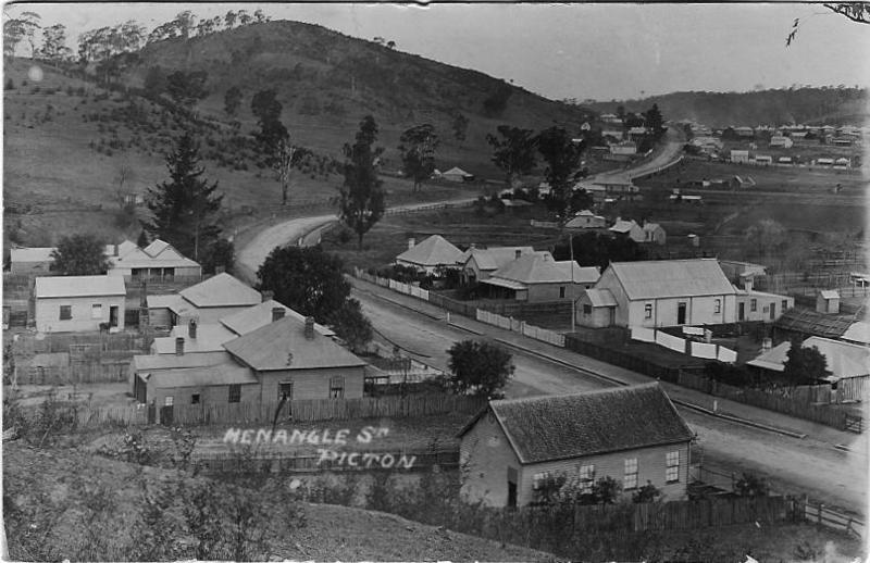 Picton, Menangle Street c1900.jpg