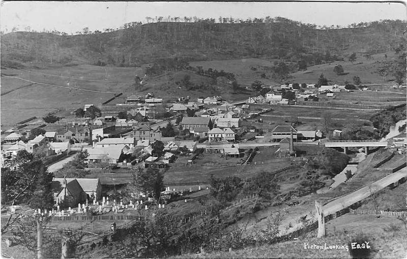 Picton looking east c1900.jpg